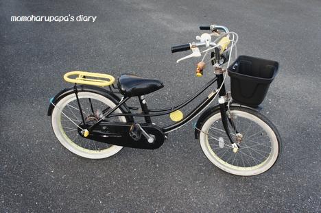 ピンクだった前カゴは、「無印良品」の子供用自転車のカゴだけ購入して交換・・・。 カゴは塗ったり、貼ったりはやめました。